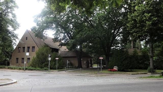 1931/33 Berlin Verwaltungsgebäude Waldfriedhof Dahlem Hüttenweg 47 in 14195 Dahlem