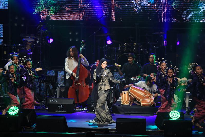 Ella Unplugged by Jiman Casablancas