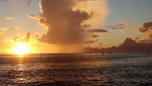 sunset crepusculo coucherdesoleil tahiti polynesiefrançaise polynésie polynesia hukalo valériehukalo landscapesphotography archipeldelasociété océanpacifique pacificocean punaauia taapunapass archipel island île océanie france polynésiefrançaise frenchpolynesia oceania