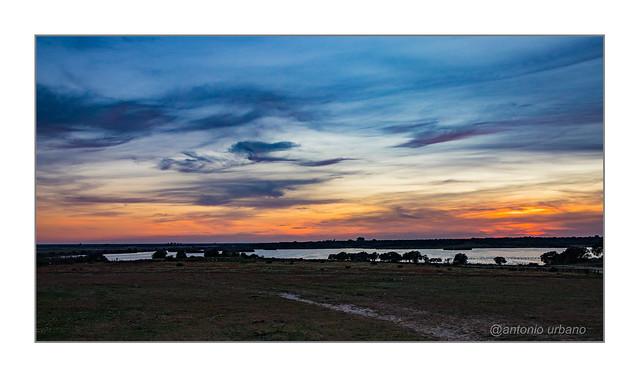 Atardecer a las puertas de Doñana. // Sunset at the doors of the Doñana