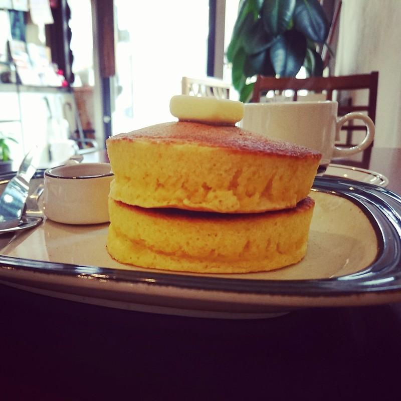 グアドゥア・コーヒーの厚焼きホットケーキの写真です。厚みがあって美味しいです。