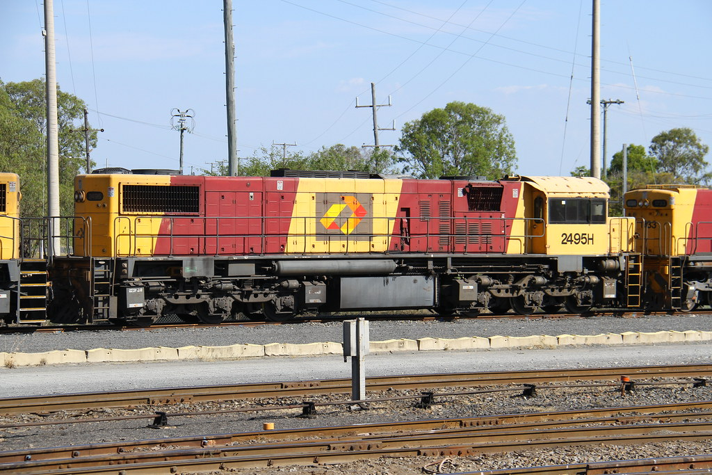 2495H stored at Rockhampton, now scrapped by David Arnold