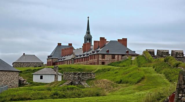 Forteresse de Louisbourg ---      Fortress of Louisbourg ---   Fortaleza de Luisburgo
