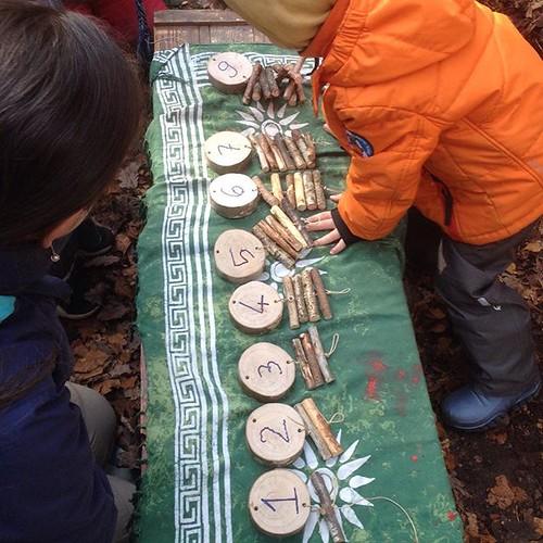 La décoration de notre Arbre à chiffres se prépare... | by www.point-nature.ch