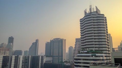 hazy haze fog smog dust dawn morning sunrise sun sky air pollution pm25 hazard health city urban skyline skyscraper architecture building center central inner bangkok thailand southeast asia samsung galaxy j7