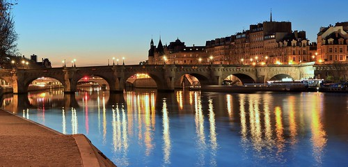 conciergerie paris france europe city ville capitale eau water pont bridge fleuve laseine light canonfrance canon canon100d longuepose longexposure longtimeexposure poselente îledefrance îledelacîté sitetouristique sitehistorique tourisme édifice ciel sky monument patrimoine palais palace vuesdeparis palaisdelacîtéparis eos apsc efs1755mmf28isusm 巴黎 citylight cityofparis flickr frankreich leverdujour crépuscule bâtiment sunrise reflet reflection pontneuf francia frança french