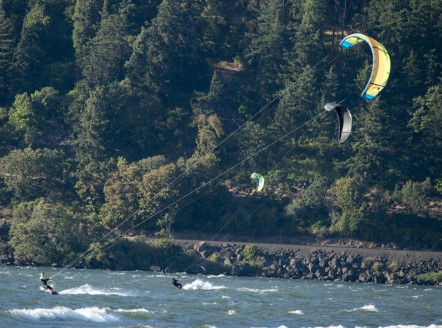 Kitesurfing - Hood River Waterfront Park, Oregon