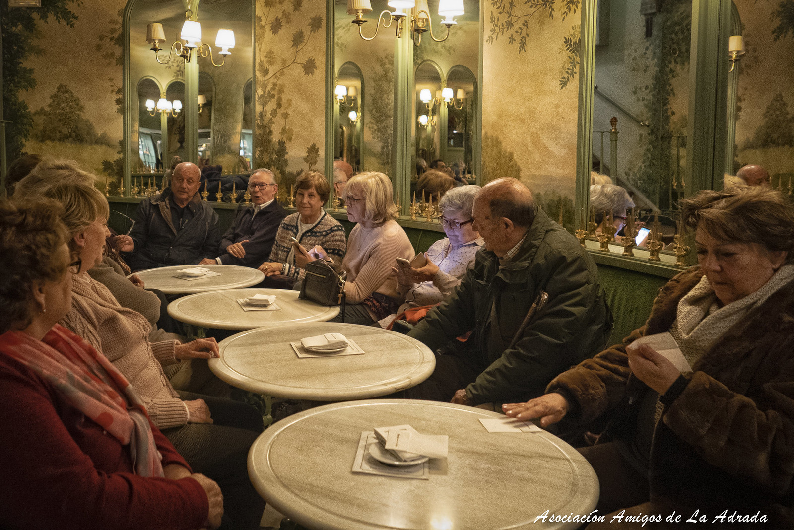 En el bar del Teatro Real de Carlos III
