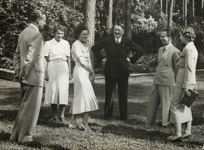 Adolf Hitler mit Leni Riefenstahl und Joseph Goebbels, 1937