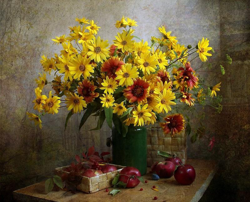 Обои цветы, желтые, красные, натюрморт, осенние, бидон картинки на рабочий стол, раздел цветы - скачать