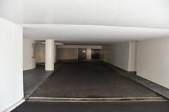 < garage entrance >