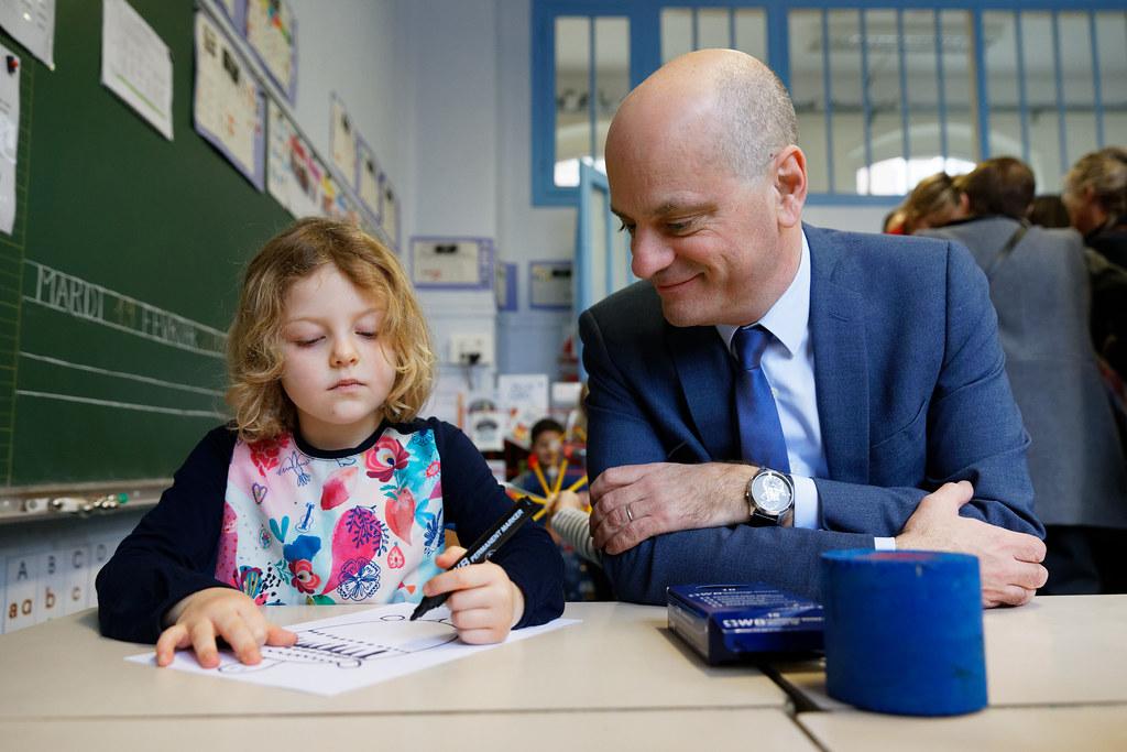 École de la confiance : déplacement dans une école maternelle