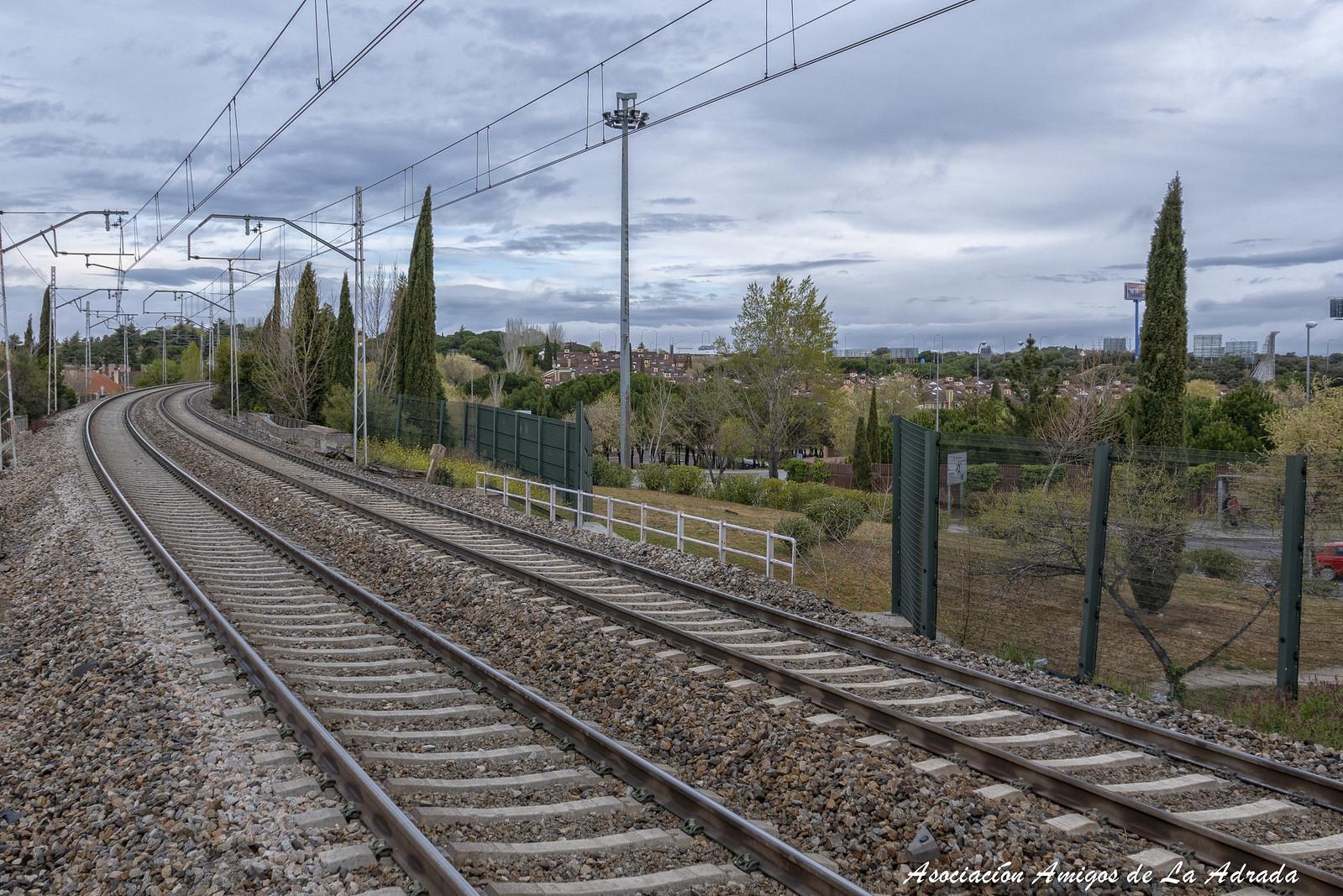 El tren Felipe II siguiendo el trayecto a El Escorial