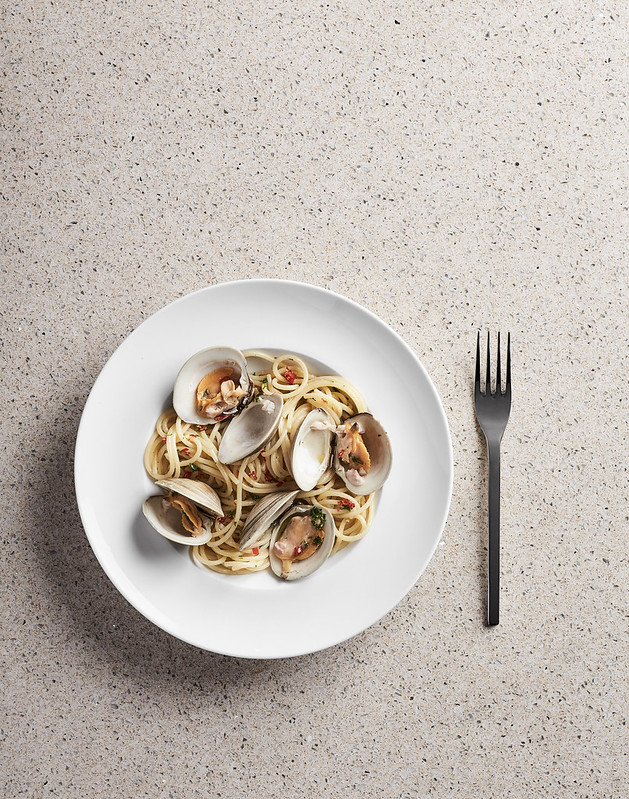 SPAGHETTI ALLE VONGOLE - burnt leeks, peperoncino, parsley, garlic chips