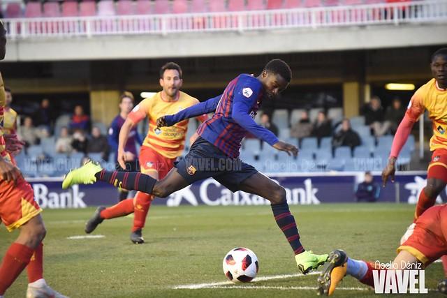 Moussa Wagué disparando hacia la portería del Club Deportivo Alcoyano en la jornada 20 de la Segunda División B | Foto de Noelia Déniz, VAVEL
