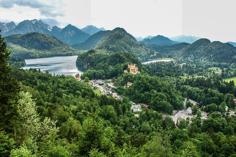 新天鵝堡俯瞰阿爾卑斯湖、舊天鵝堡及天鵝湖(攝於赴瑪莉恩橋途中)