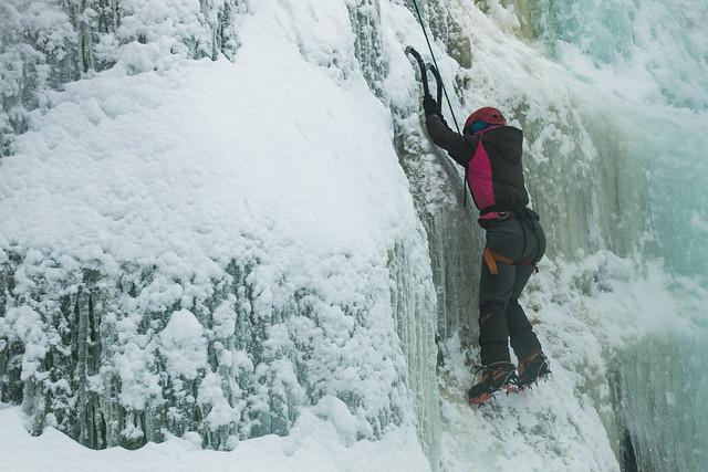 Finland-korouoma-ice-climbing-3