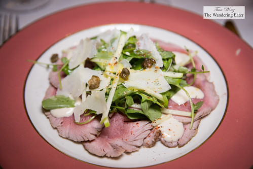 Seared carpaccio of veal, smoked 'tonnato' sauce, green apple frisee sald, fried capers | by thewanderingeater