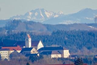 Kirche und Kloster Reute vor den Alpen.