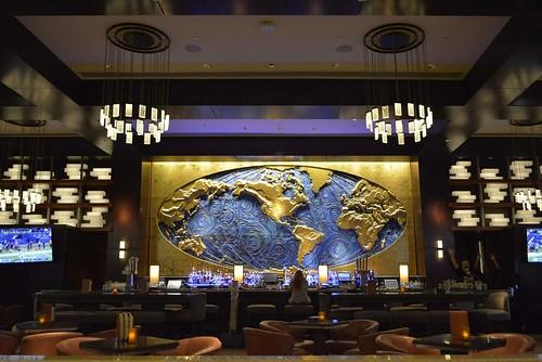houston texas hotel hilton americas downtown elegant lobby bar blue gold world map food drink entertainment relaxing touristy swamplot nikon d7100 inexplore