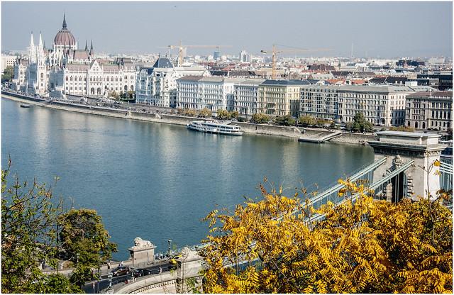 3144- IMPOSIBLE NO HACER FOTOS EN ESE LUGAR - BUDAPEST -