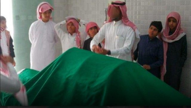 5076 Saudi teacher takes kids to witness washing of the dead 02