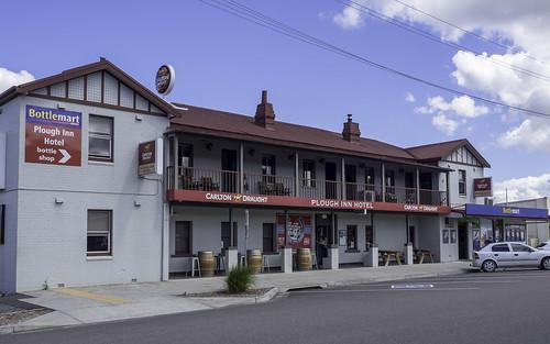 bulahdelahnsw ploughinnhotel pub hotel carltondraught bottlemart olympus olympusomdem10 paulleader architecture oldbuilding building nsw newsouthwales australia