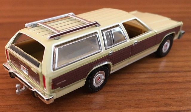1985 Ford LTD Country Squire 1/64 Greenlight