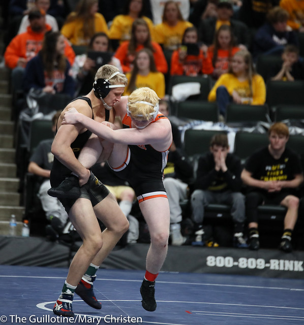195 – Ty Moser (Perham) over Zach Stahl (Marshall) Maj 21-8. 190228amc1808