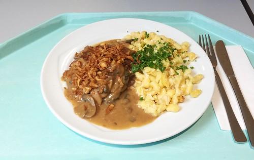 Swabian BBQ dish with pork tenderloin, cheese spaetzle, roast onions & mushroom sauce / Schwäbische Grillpfanne mit Schweinelende, Käsespätzle, frischen Röstzwiebeln & Schwammerlsauce