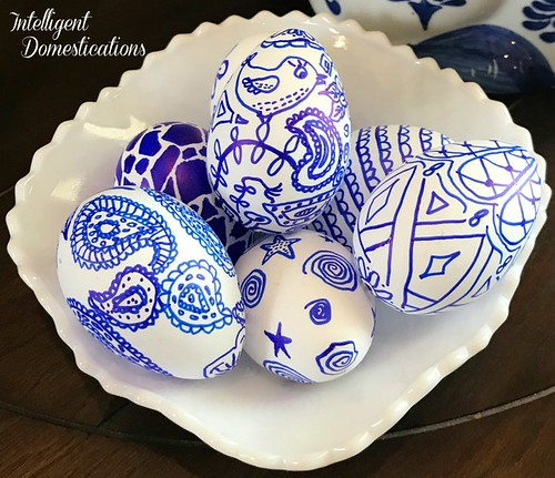 Blue-and-White-DIY-Easter-Eggs.-Folk-Art