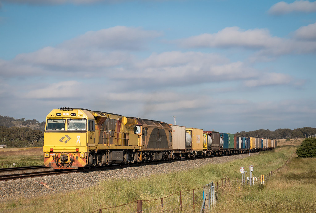 6024 and G534 on 6BM7 at Murray's Flat by AaronHazelgrove01