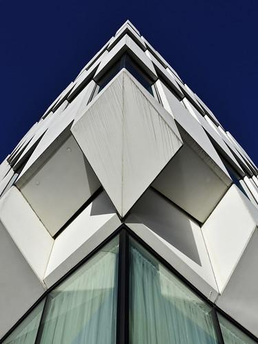 geometric symmetry sky architecture hotel markerhotel dublin ireland éire island europe building modern contemporary city docklands southdocks travel vertical