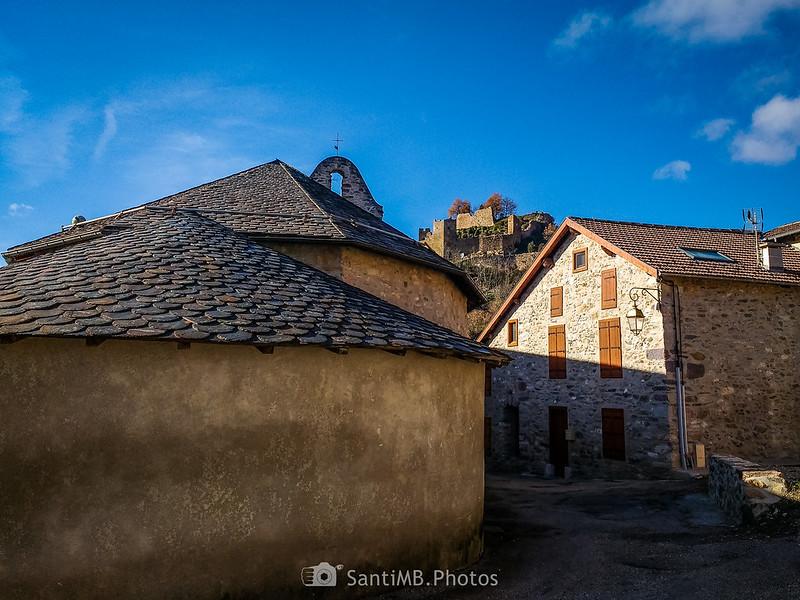 El castillo de Lordat desde la iglesia de Sainte-Marie