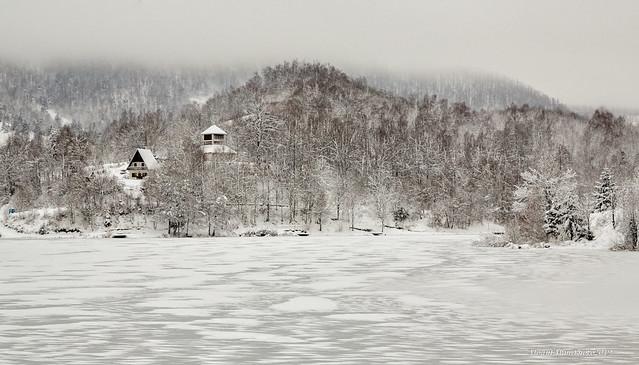 Smrznuto jezero u Mrzloj Vodici