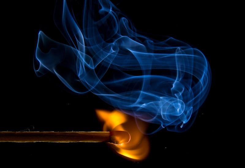 Обои спичка, огонь, абстракция, темный картинки на рабочий стол, фото скачать бесплатно
