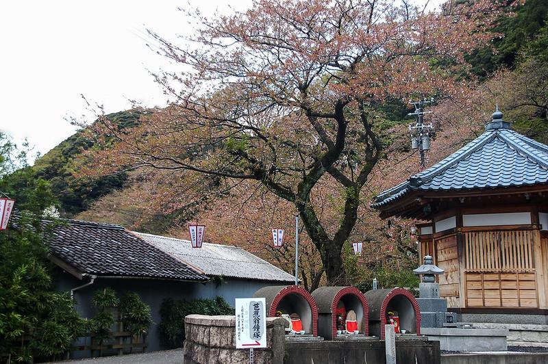 金崎公園下的芭蕉翁鐘塚