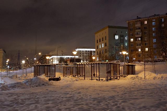 Скамейки на Звездном бульваре, вид на проспект Мира.