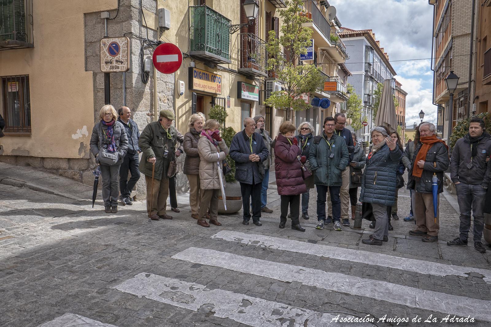 Dimos un agradable paseo por el pueblo acompañados de una buena guía.
