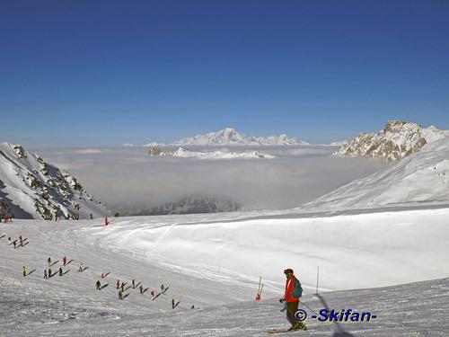 Mt de la Chambre: mer des nuages au dessus Méribel et Courchevel   by -Skifan-