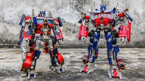 Leader-class Optimus Prime(s)