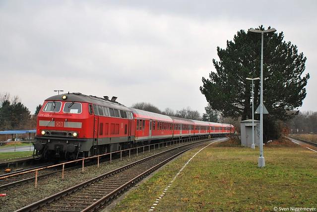 218 425-7 auf dem RE12 (Eifel-Mosel-Express) von Köln Messe/Deutz nach Trier in Erftstadt am 12.12.09