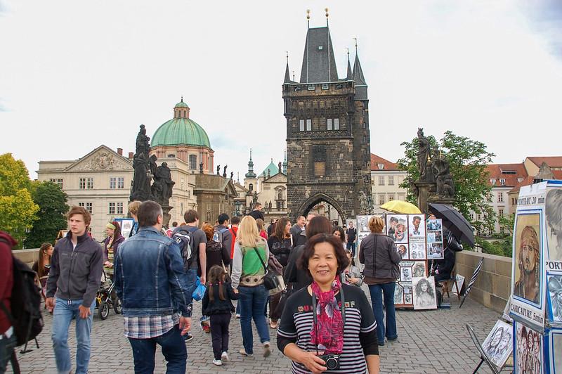 聖方濟各教堂、聖母與聖伯納像、橋塔