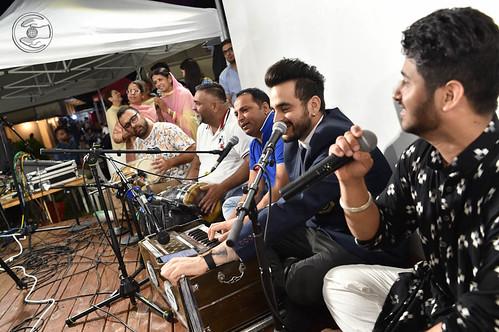 Devotional song by Surinder Sagar and Saathi