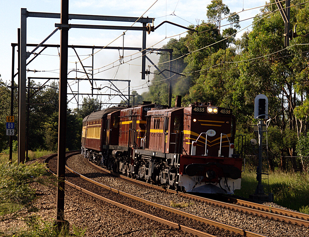 4833 and 4501 approach Warrimoo