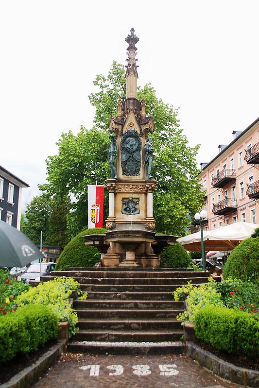 Schropferplatz上的紀念柱 1
