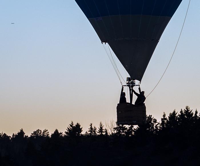 Kuumailmapallo kuumailmapallolento etelä-suomi siluettikuva