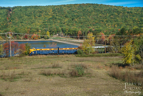 crp wires 57 passengertrain railtours fallcolor lake f3a cnj mountain nesquehoning pennsylvania unitedstatesofamerica us
