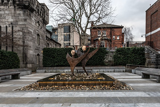 SCULPTURE FOR SPECIAL OLYMPICS VOLUNTEERS [DUBLIN CASTLE]-147450