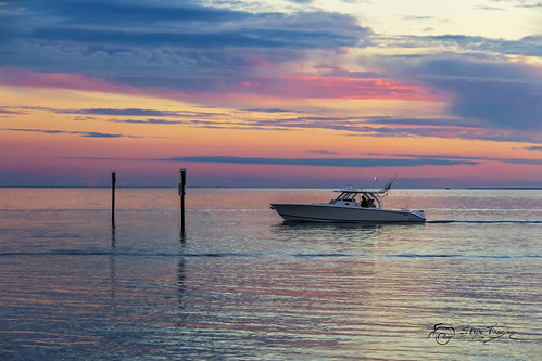 boat yacht horizon sunset dusk fishing poles shore shoreline clouds channelmarkers waves reflections beautiful serene peaceful waterscape lights navigation motors signs pink blue yellow orange charlotteharbor charlottecounty puntagorda florida fl stevefrazierphotography fisherman fishermansvillage pastel colorful colors scene water birds wake cloudy fowl